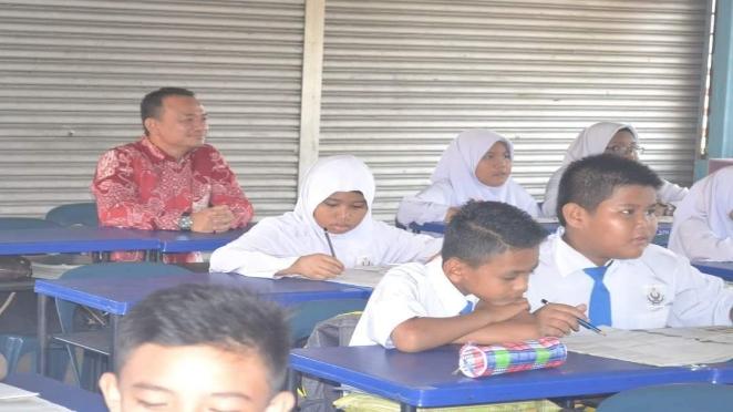 Video dan Gambar Menteri Pendidikan 'Terjah' Kelas